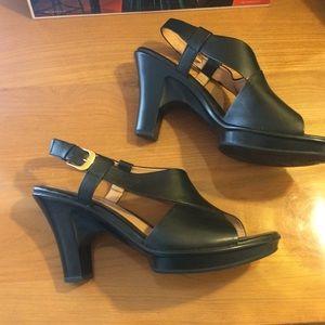 Sofft sz9 platform sandals - like new